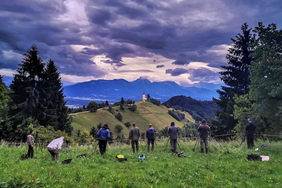 Udeleženci foto potepa junija 2020 se pripravljajo na fotografiranje Jamnika